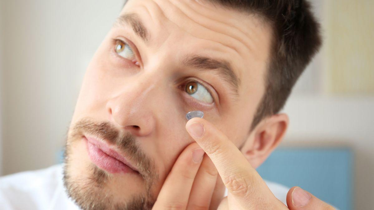Koronavirus: Kontaktní čočky raději nepoužívejte, brýle jsou bezpečnější