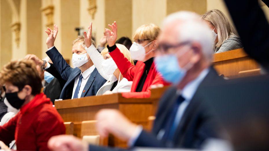 Senátem nejspíš volební zákon projde hladce, Hilšer chce korespondenční volbu