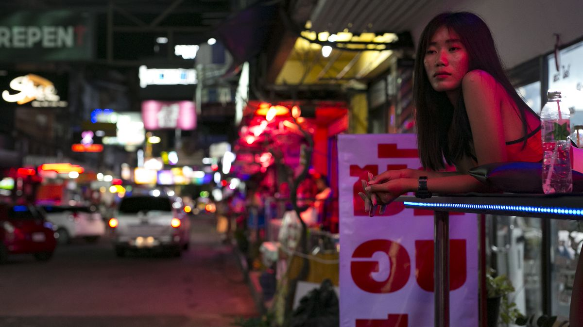 Prázdné pláže, prázdné bary… a prázdná kasa. Tak drtí virus Thajsko