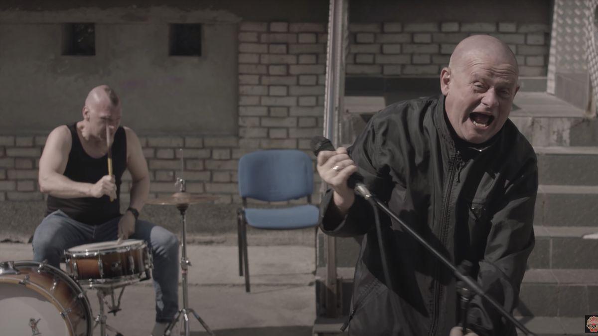 Cenzura či podvod? Polský rozhlas zrušil hitparádu, kterou vyhrál song oKaczyńském