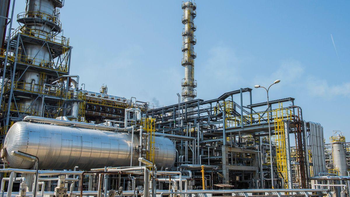 Přehledně: Jak se vyvíjí cena ropy a proč benzin zlevňuje?