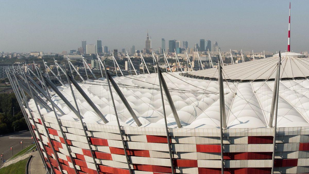 Poslední bojová linie. Na varšavském stadionu staví polní nemocnici