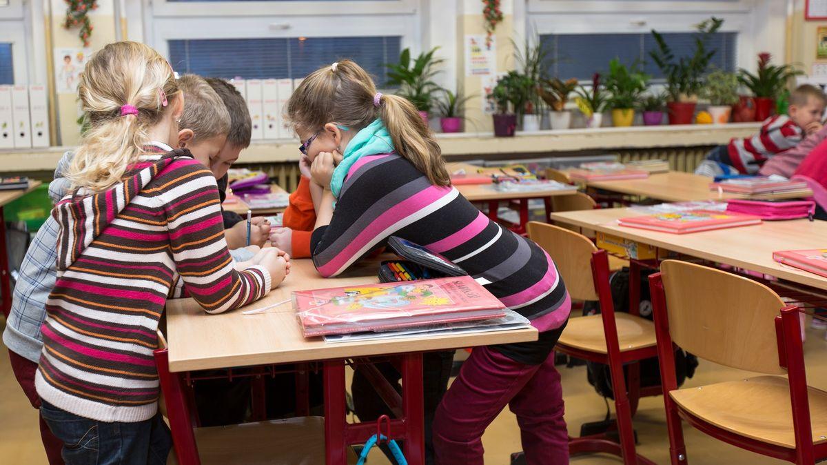 """""""Poslat domů je nemůžeme."""" Školy mohou žáky kvůli koronaviru jen pozorovat"""