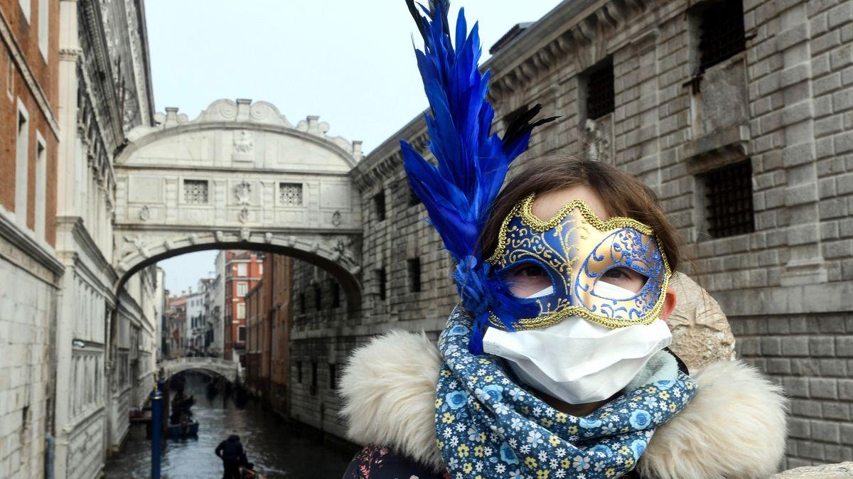 Itálie obrazem: turistické cíle zejí prázdnotou, vMiláně docházejí těstoviny