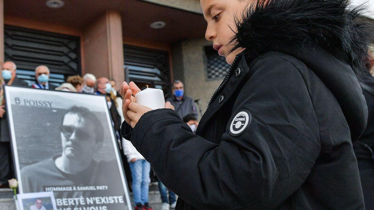 Paříž po islamistickém útoku: Máme strach, není možné někoho takhle zavraždit