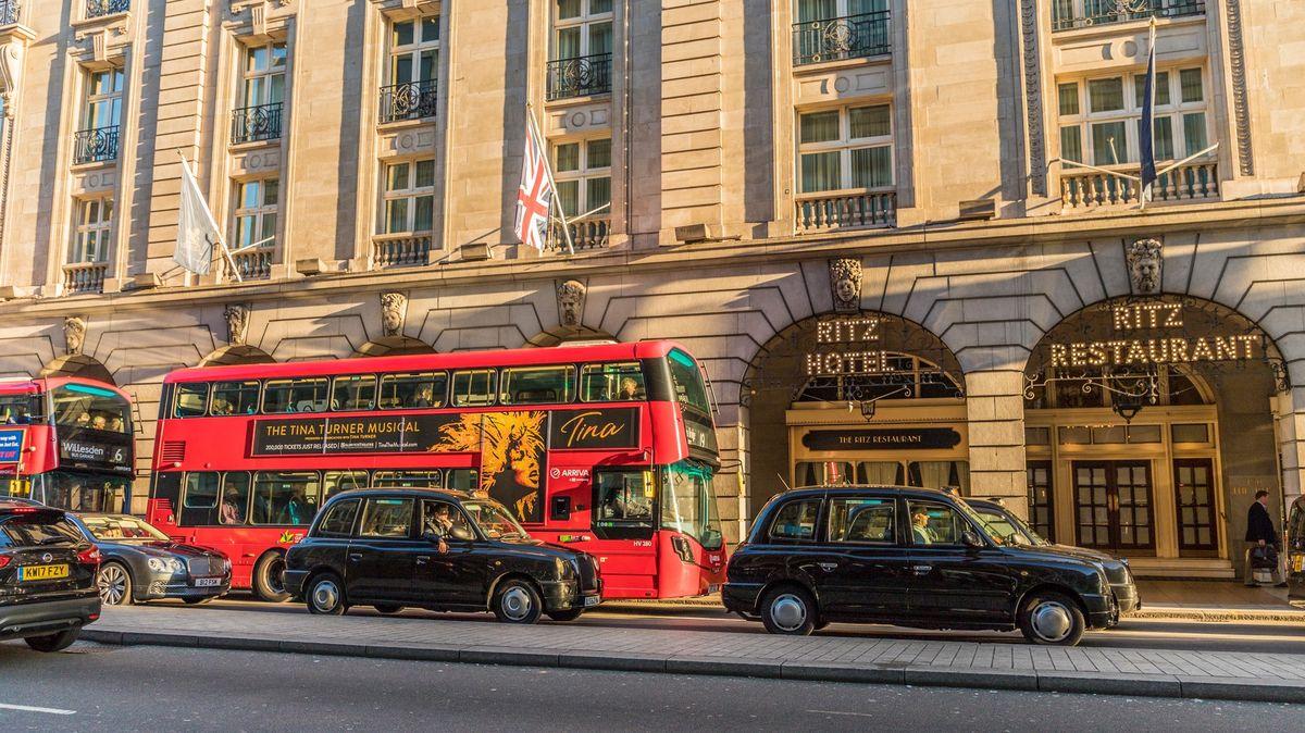 700milionů liber za hotel Ritz. Symbol přepychu koupila žena bývalého emíra