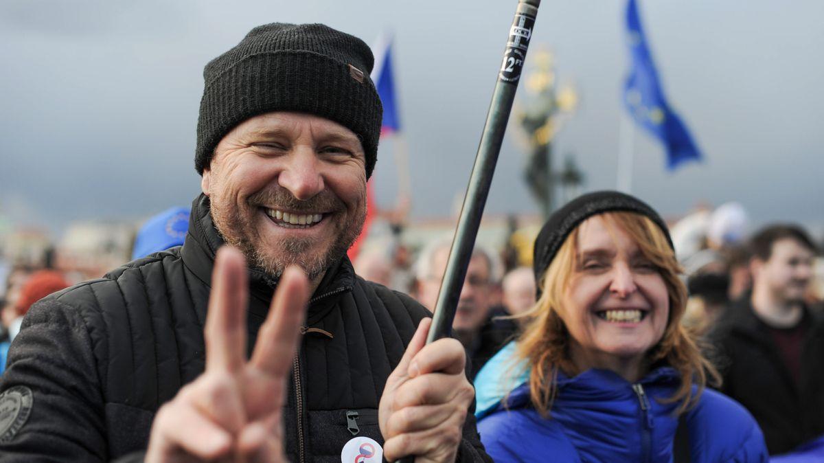 Proti Křečkovi iza svobodu institucí: Jak se dělá demonstrace?