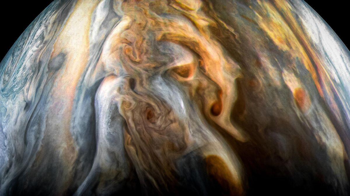 Fotky: Sonda Juno poslala nové snímky Jupiteru