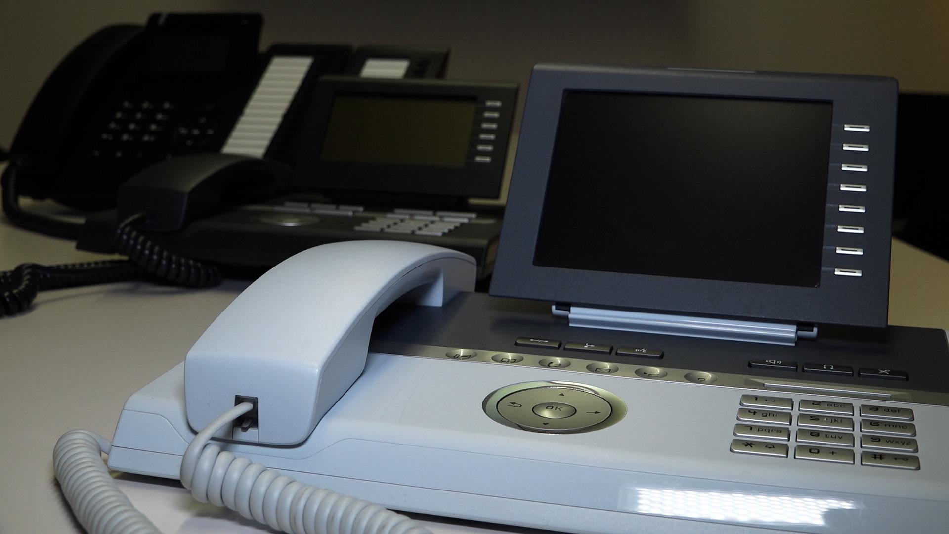 Ministerstvo práce zruší spornou zakázku: chtělo se zbavit 14 500 telefonů