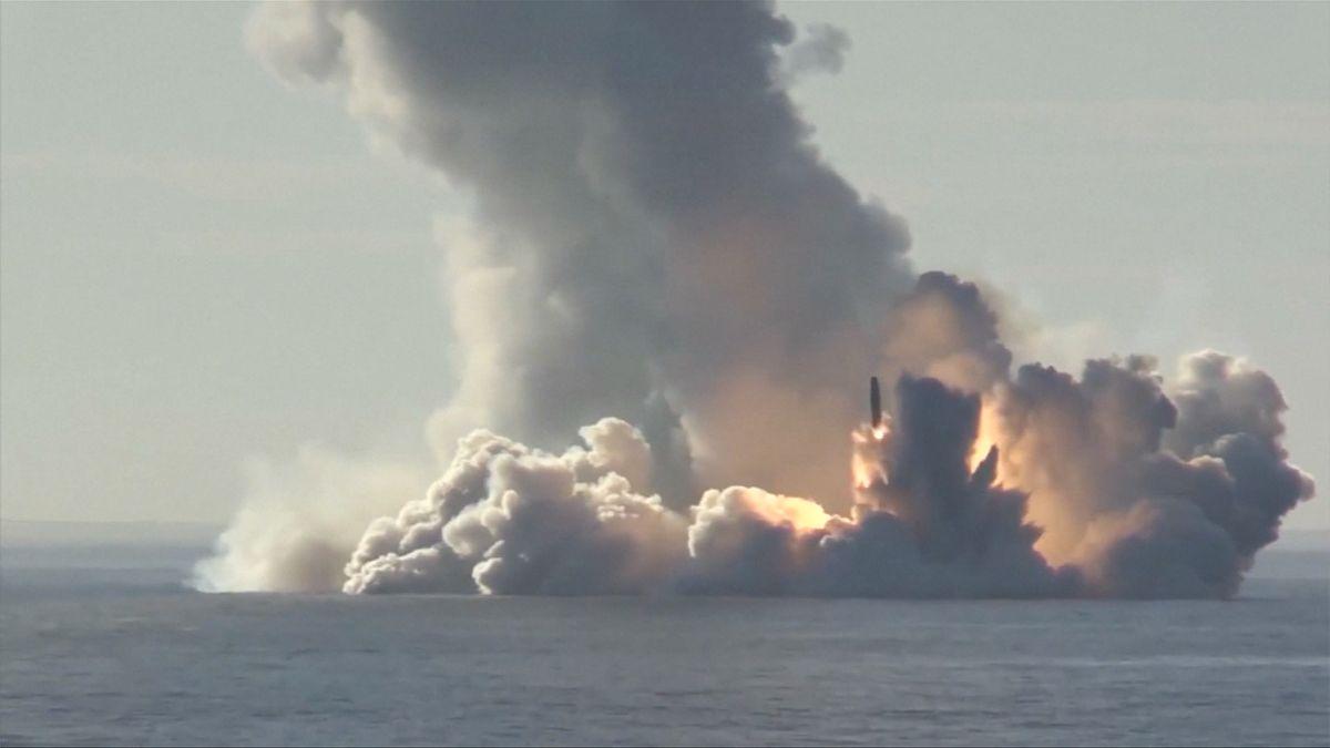 Záběry z ruského cvičení. Raketová chlouba doletěla do vzdálenosti pouhých 35 kilometrů