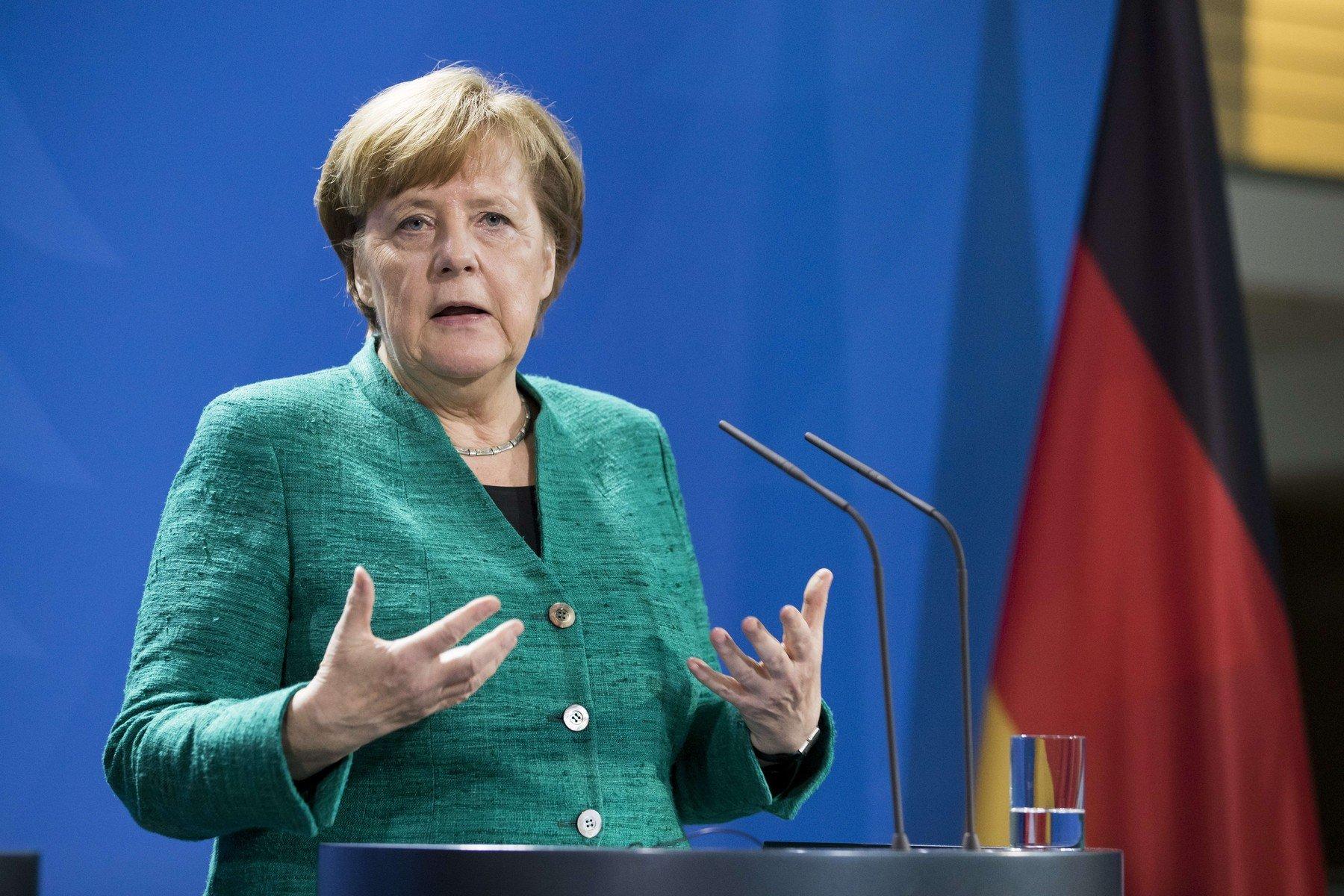 Jestli chcete peníze zEU, ukažte větší solidaritu smigranty, žádá Merkelová