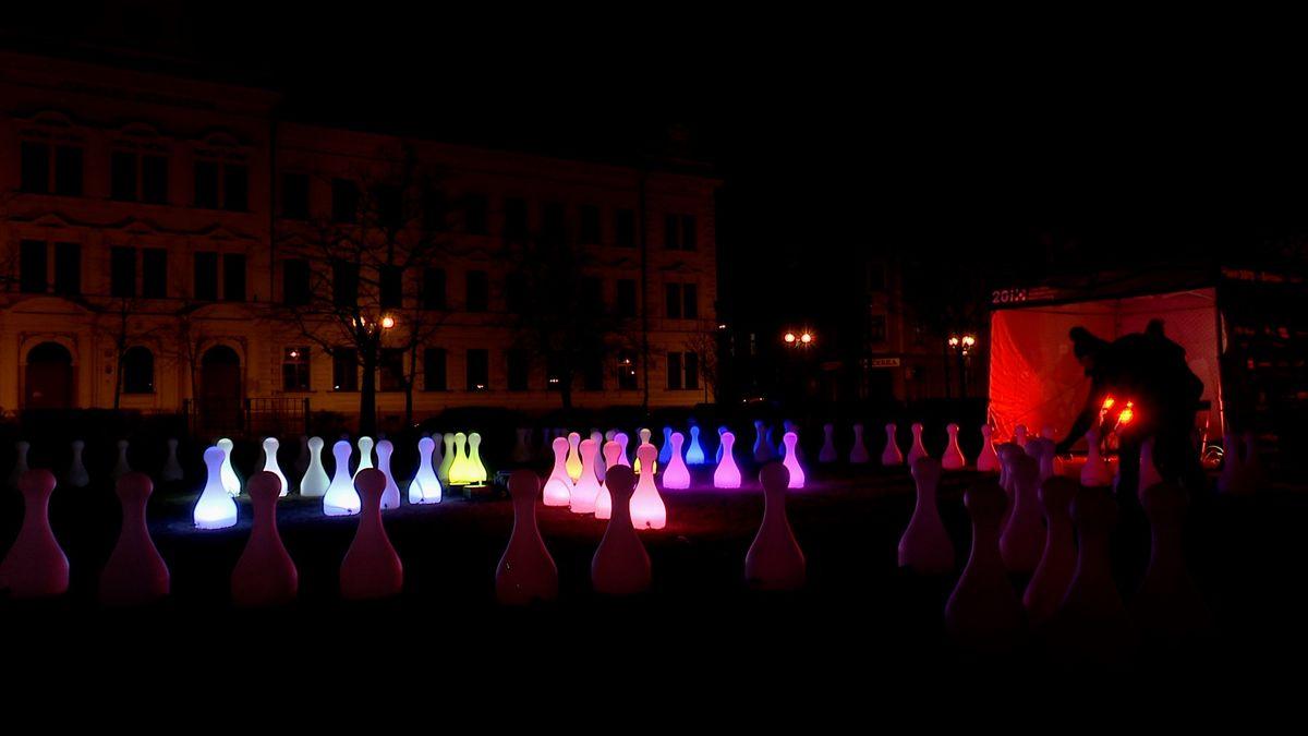 Rozeznít klášter v Kladrubech nebo si zahrát Člověče, nezlob se! Festival láká na světelné instalace. Podívejte se