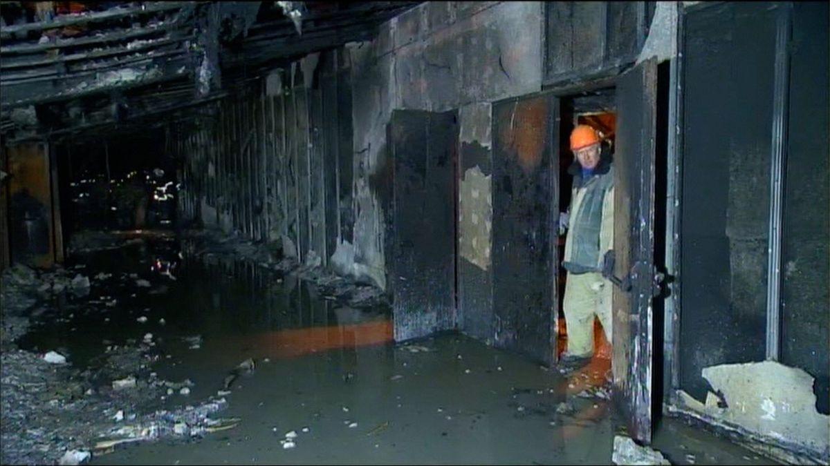 Epicentrem požáru nákupního centra v Kemerovu byl dětský koutek ve třetím patře, uvádí hasiči