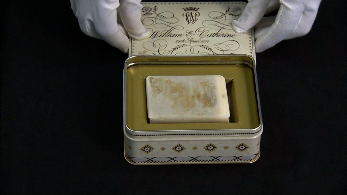 Do dražby jdou kousky dortů z královských svateb. Je mezi nimi i ten, co jedla princezna Diana před 37 lety