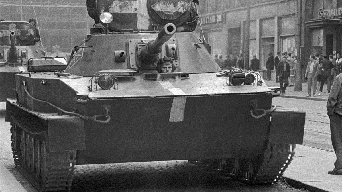 On-line: 50 let po okupaci. Video ze soukromého archivu ukazuje, co se dělo, když přijely tanky