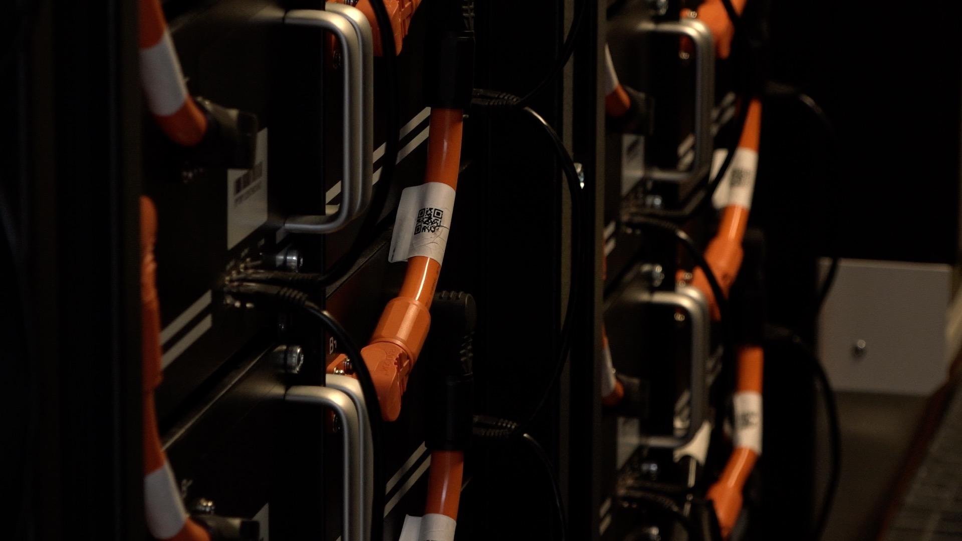 Módy elektroautomobilů se chytá i Foxconn. V Pardubicích vyvíjí a bude vyrábět dobíječky