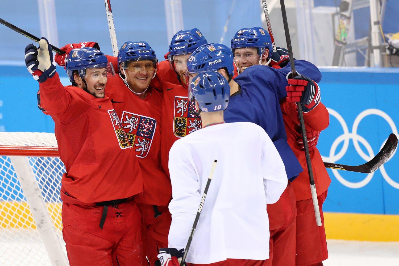 Čeští hokejisté doklopýtali k vítězství nad Jižní Koreou 2:1, biatlonista Krčmář skončil sedmý