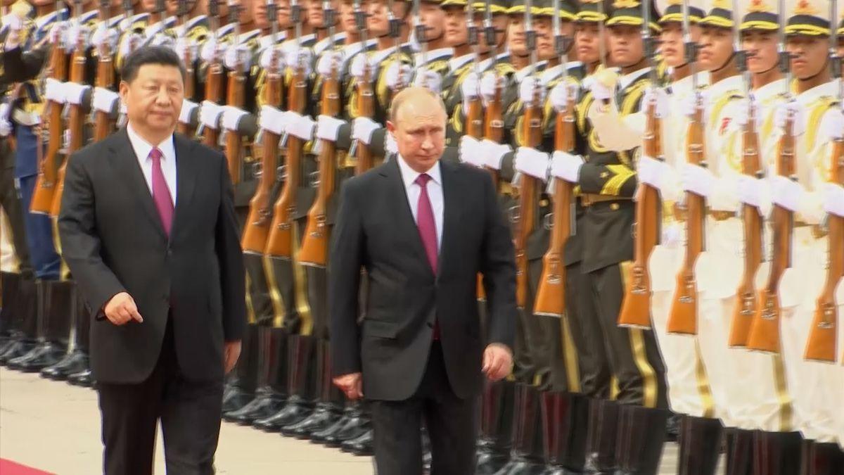 Si Ťin-pching přivítal v Pekingu Putina, první dohoda stvrdila zakázku pro Rosatom