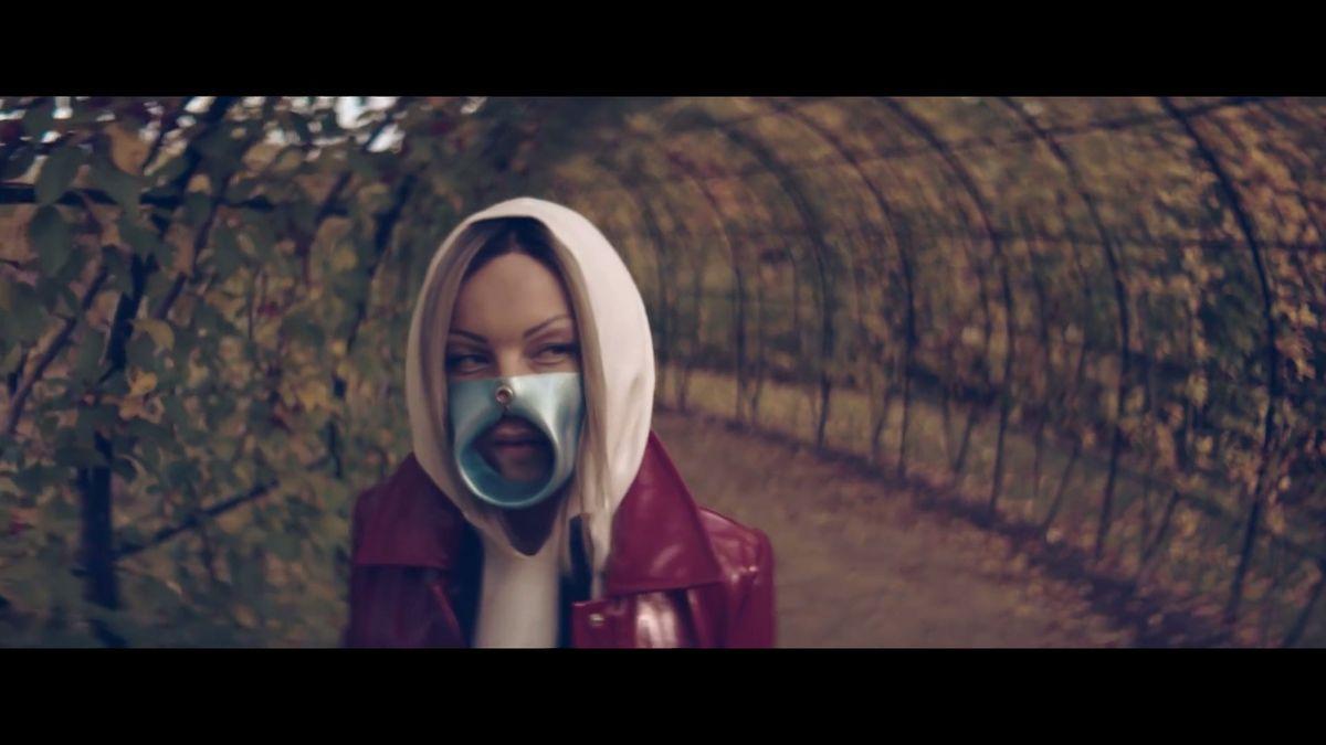 Masky v klipech používám jako symboliku. Zpěvačka Giudi se snaží prorazit na české scéně