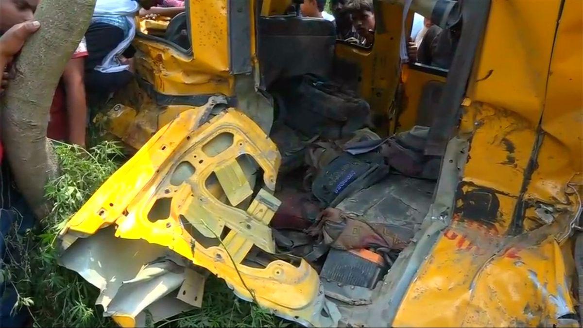 Školní dodávku v Indii srazil vlak. Nehoda si vyžádala 13 obětí