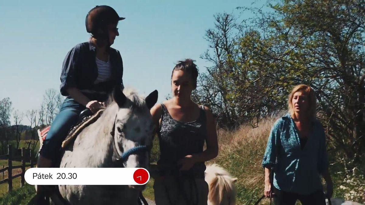 Moje dcera je kentauřice - napůl žena, napůl kůň. Tohle je Vysočina herečky Vandy Hybnerové