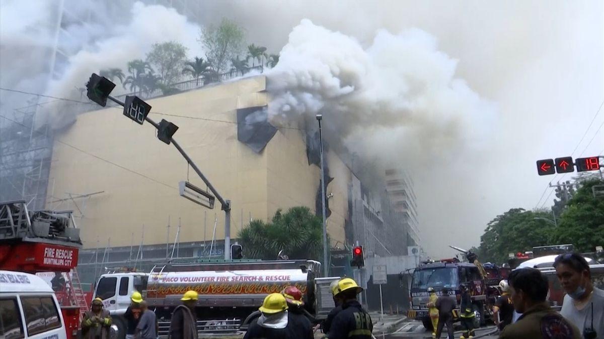 Požár hotelu v Manile si vyžádal nejméně pět obětí, další lidé se přiotrávili kouřem