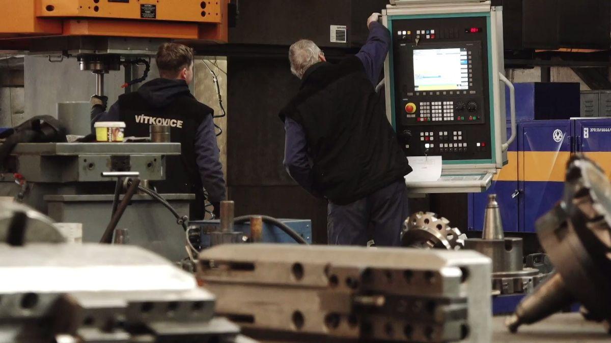 """""""Zklamání a nejistota,"""" říká dělník z Vítkovických strojíren. Firma jde do insolvence, 650 zaměstnanců dostane výpovědi"""