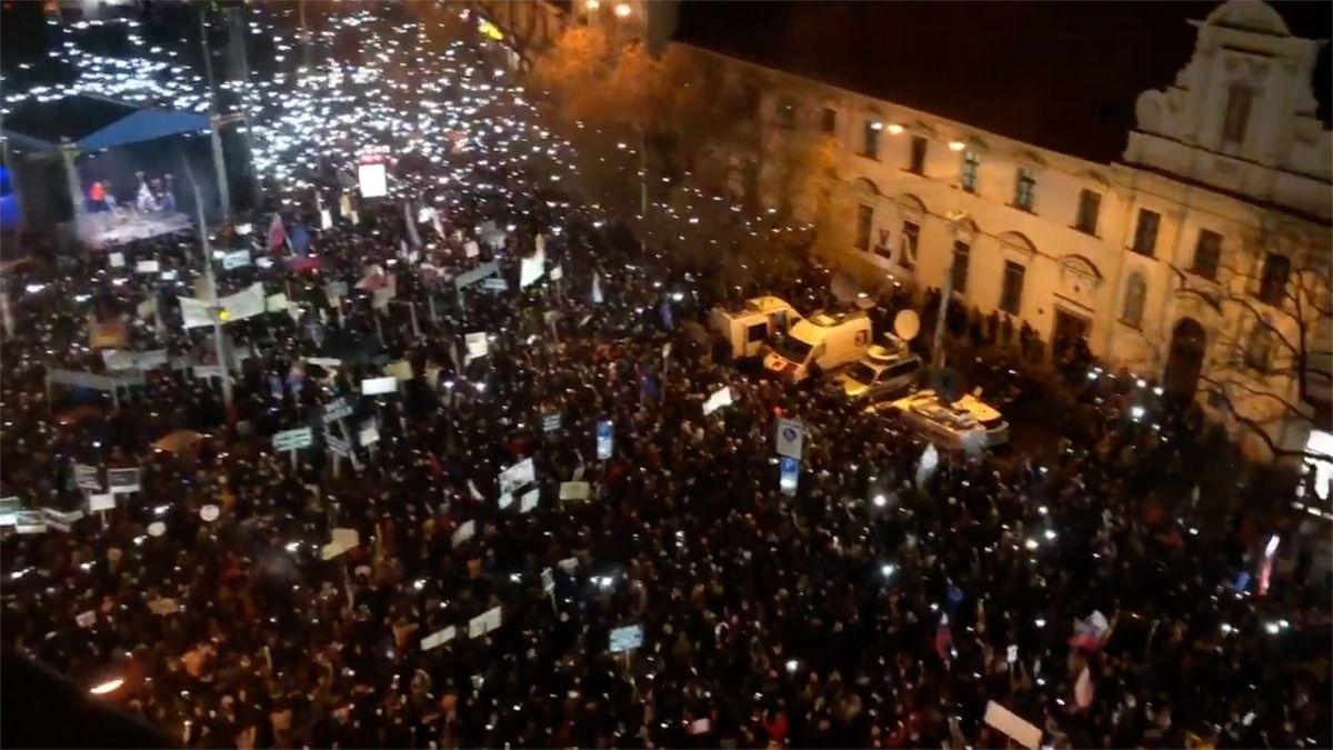 Desítky tisíc Slováků demonstrovaly za předčasné volby