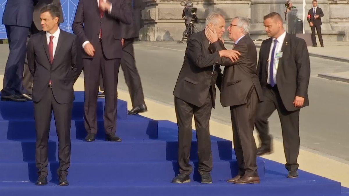 Předseda EK Juncker se na summitu NATO potácel, opilý prý nebyl