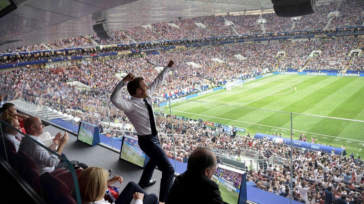 Pohádkově silný tým Francie šel za zlatem jako golem. A prezident Macron řádil v čestné loži u Putina