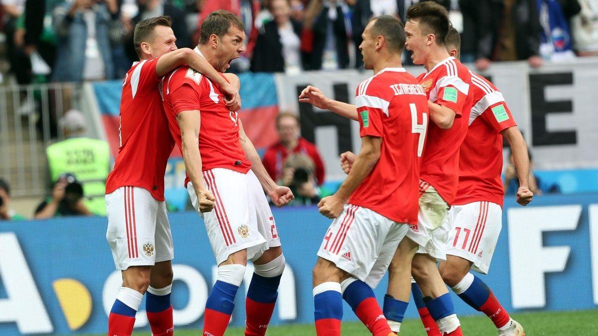 Rusové rozprášili na úvod mistrovství Saúdskou Arábii pěti góly a přepsali dějiny novodobého fotbalu