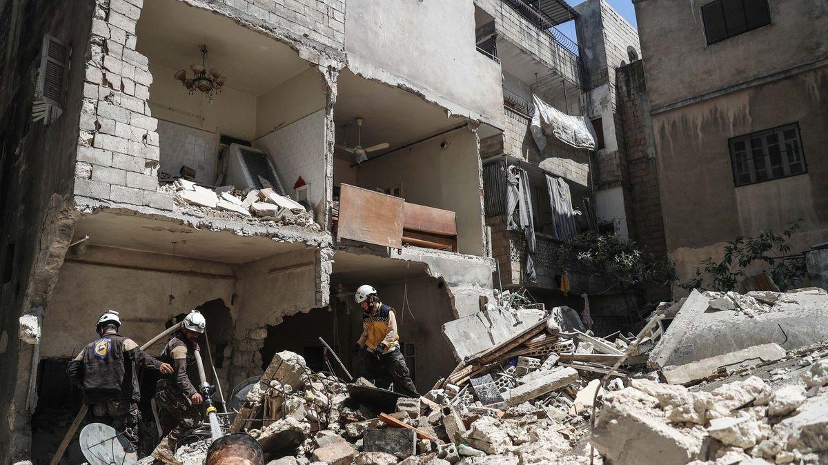 Rusko opět bombarduje Idlib, píše SOHR. Turecko z obav před vlnou uprchlíků posiluje hranici