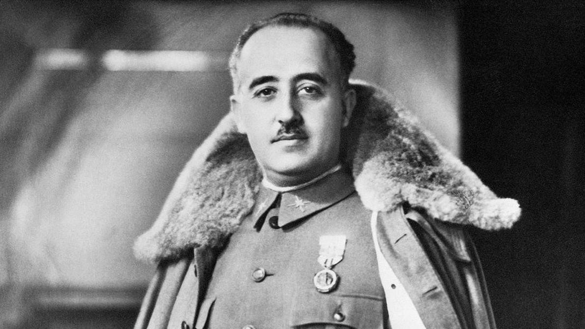 Španělský premiér slíbil odstranění ostatků generála Franka, je pohřben s oběťmi fašismu