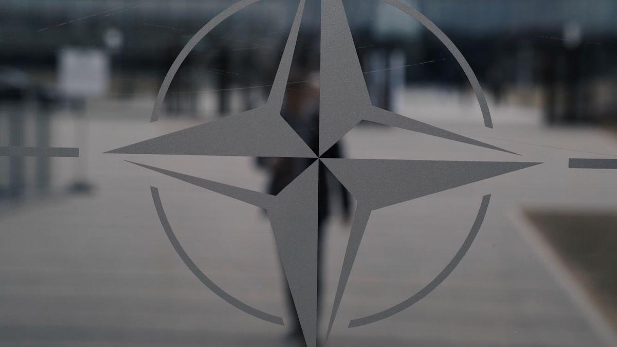"""""""Nasadili jste nám sem agenty."""" NATO vykázalo osm členů ruské mise. Moskva plánuje odvetu"""
