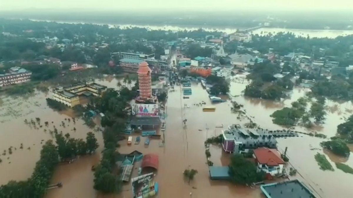 Záplavy a sesuvy půdy v Indii si už vyžádaly více než 320 obětí