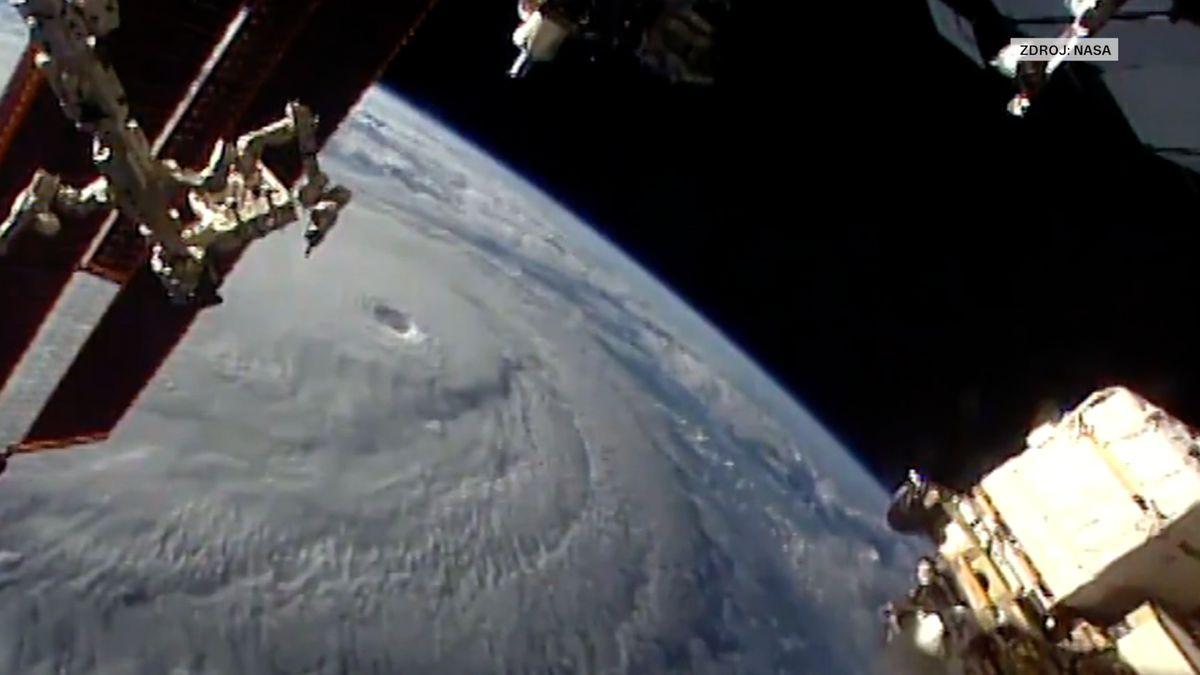 Nejsilnější bouře za 20 let. Ponorky z Pearl Harboru musí do bezpečí před hurikánem