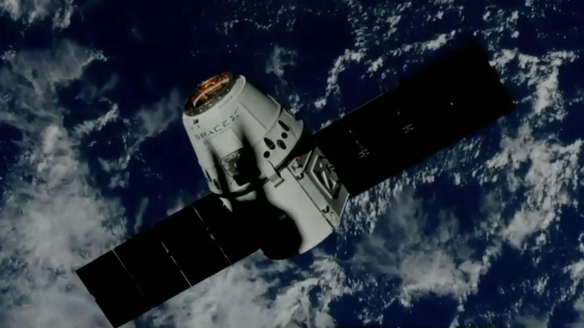 Záznam: Loď Dragon přistála u Mezinárodní vesmírné stanice
