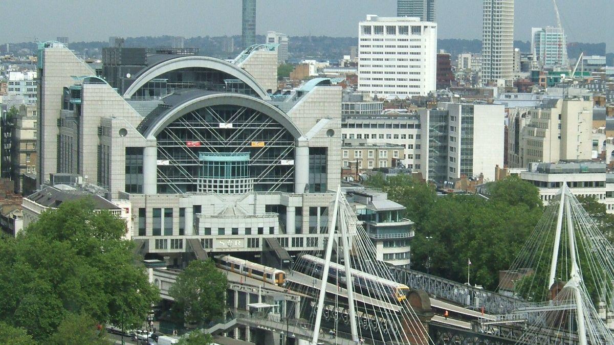 Hrozba bomby vylidnila londýnské nádraží a na chvíli zastavila dopravu