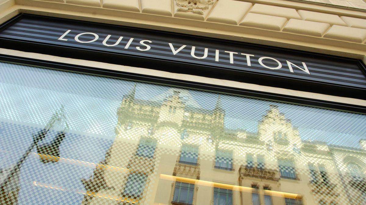 Praha 1 Bakalovi pronájmy luxusních butiků neprodlouží. Na prostory v Pařížské vypíše soutěž
