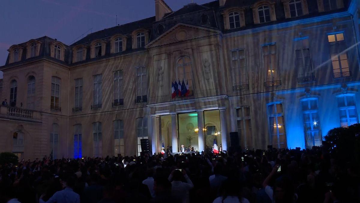 Macron překvapil. Uspořádal koncert elektronické hudby přímo v Elysejském paláci
