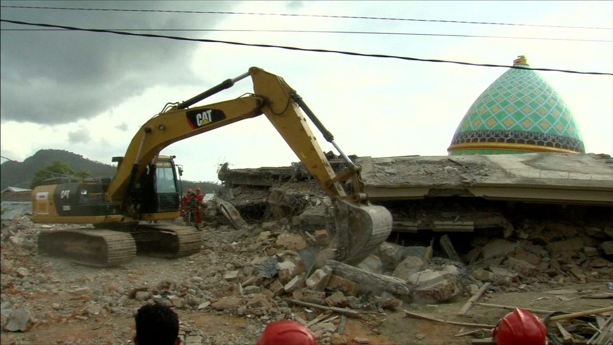 Počet obětí zemětřesení v Indonésii se zvýšil na 347 mrtvých