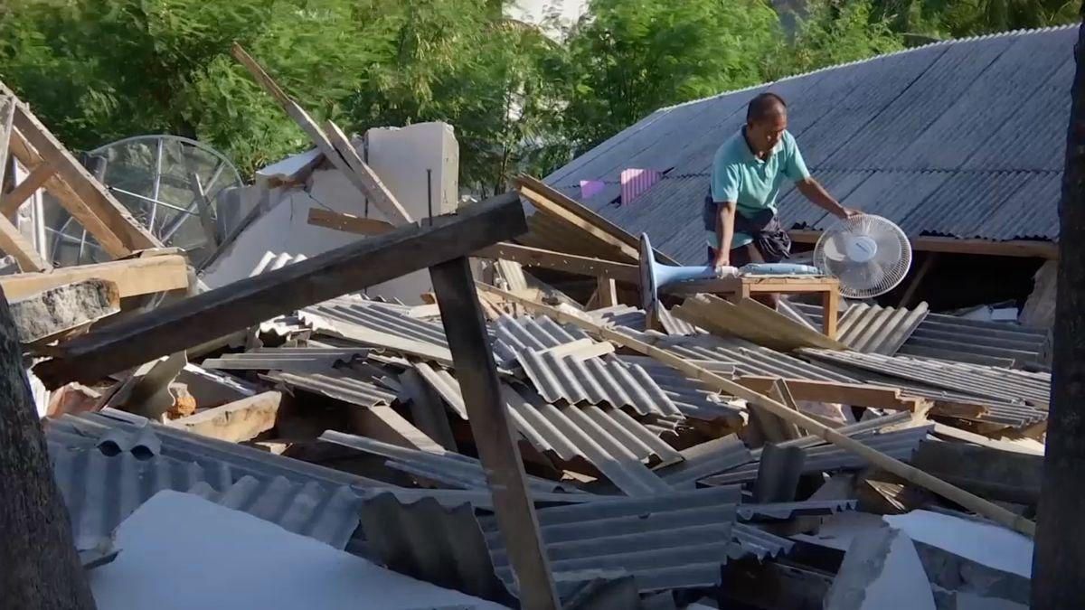 Zemětřesení na Lomboku má podle nové bilance 436 obětí. Záchranné akce komplikují sutiny i možné sesuvy půdy
