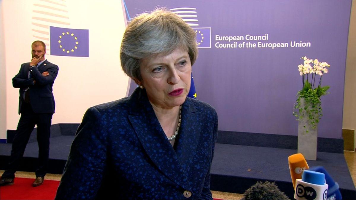 Mayová plánuje odmítnout nový návrh EU kirské hranici, píše The Times