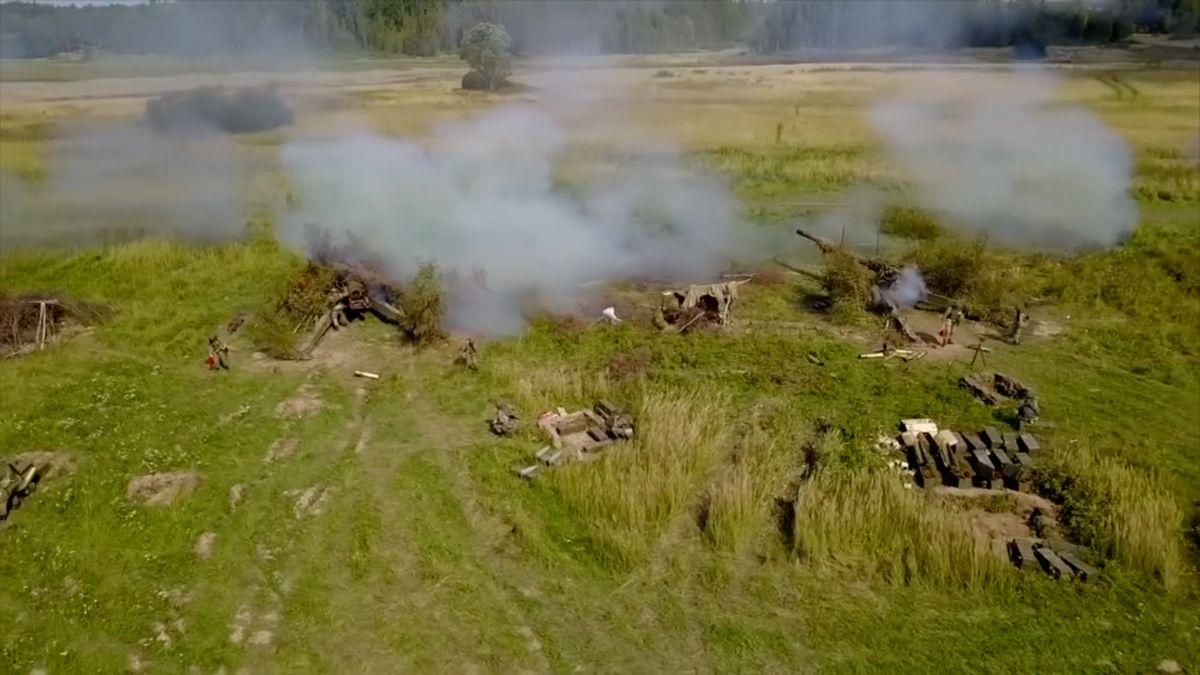 Podívejte se: Tanky a letadla shazující bomby, Rusové cvičili u Kaliningradu