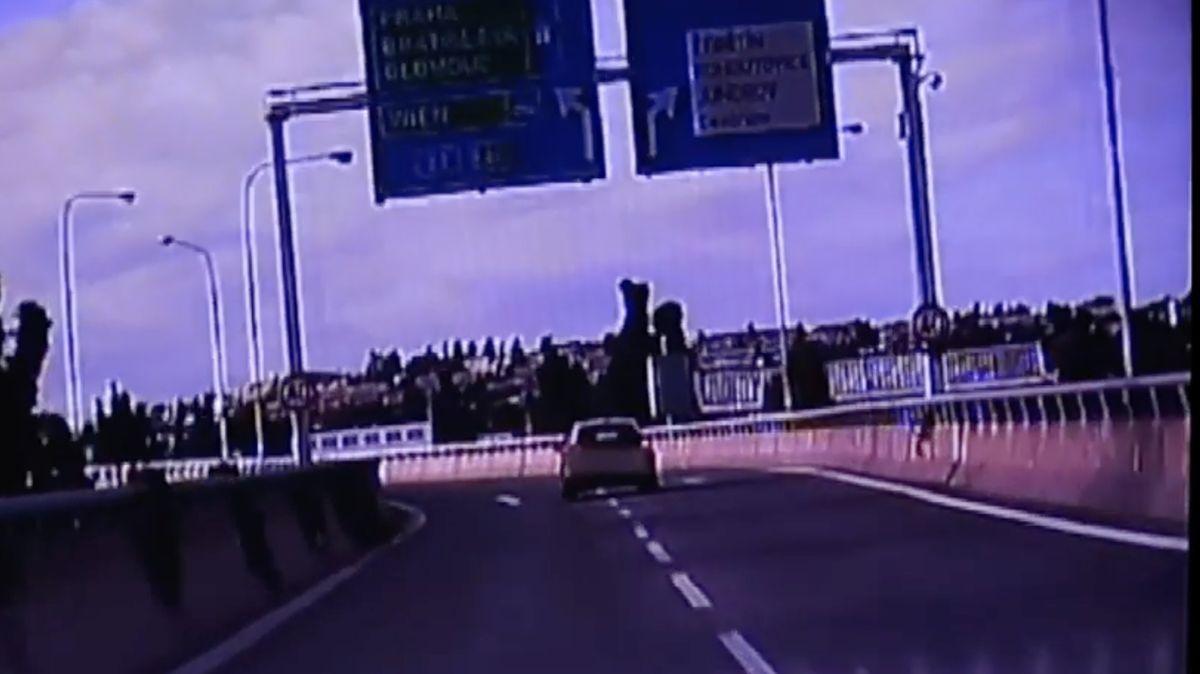 Auto kličkovalo Brnem, řidička měla 2,6 promile