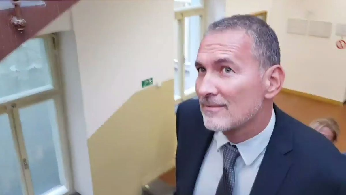 Někdejší Šlachtův elitní detektiv před soudem. Podle žalobce vyzradil akci