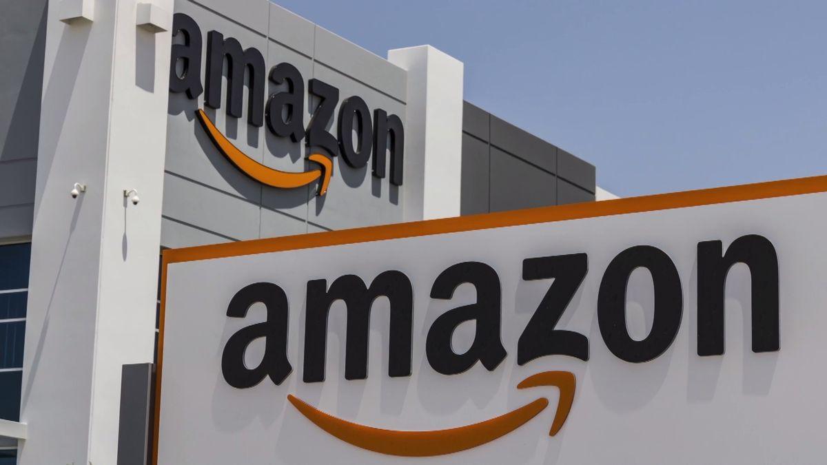 Bezosův paradox: Amazon mu vydělává jako nikdy předtím, přesto nejbohatší člověk světa zchudl