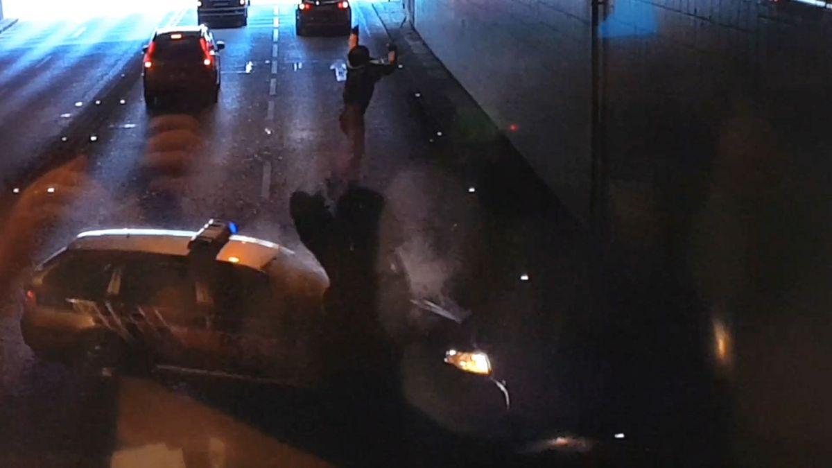 Soud osvobodil policistu, který zastavil piráta silnic. Osudový okamžik promítl vsoudní síni