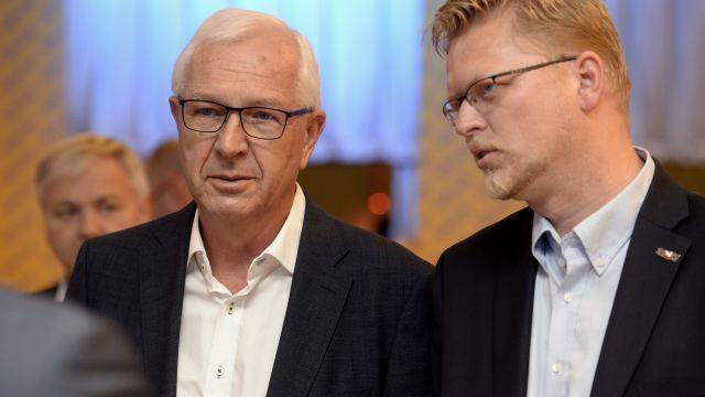 Třetí kolo senátních voleb: politické strany se přetahují oDrahoše, Fischera a Hilšera
