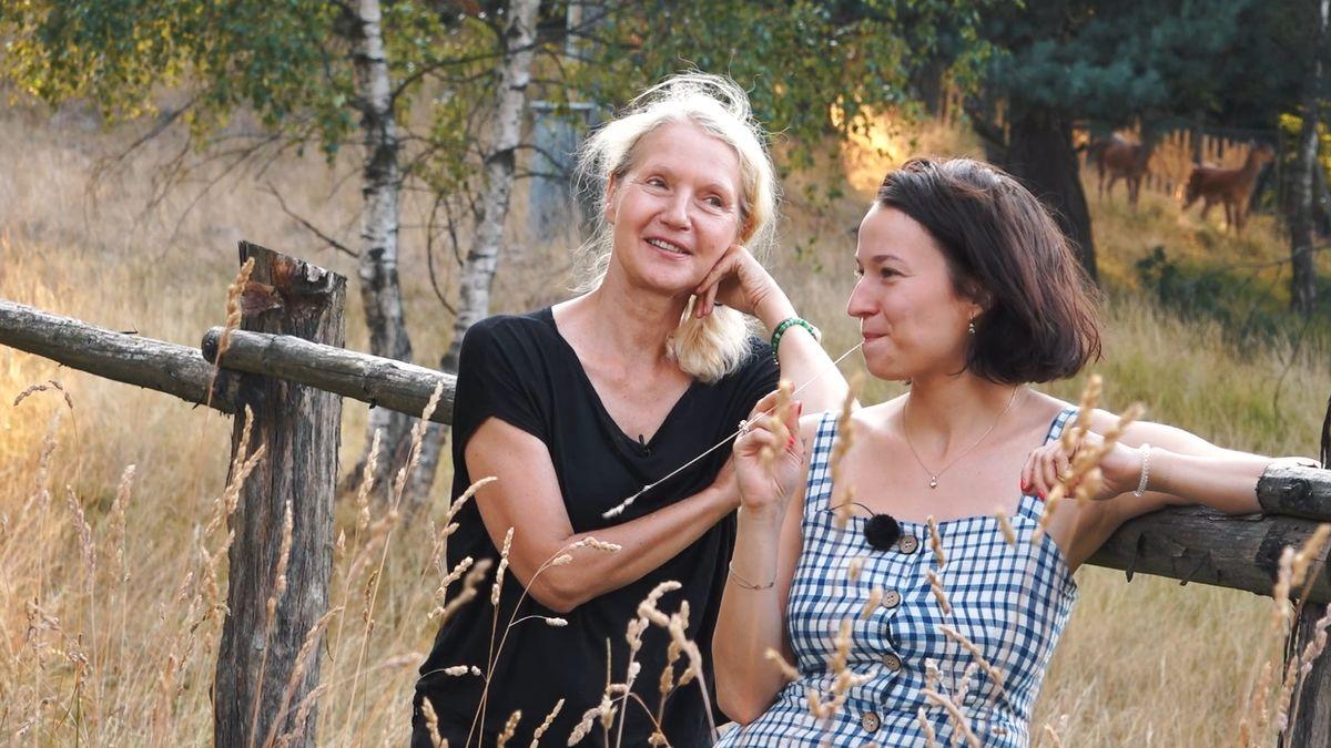 Se spisovatelkou Obermannovou a herečkou Kohoutovou tam, kde jsou si všichni rovni. Umělci, blázni isrnky